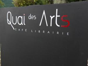 Stop trottoir pour Quai des Arts.